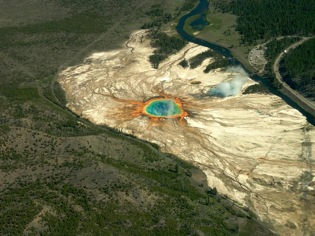 6. США. Национальный парк Йеллоустон. Большой призматический источник. (Sam Beebe) земля, природа