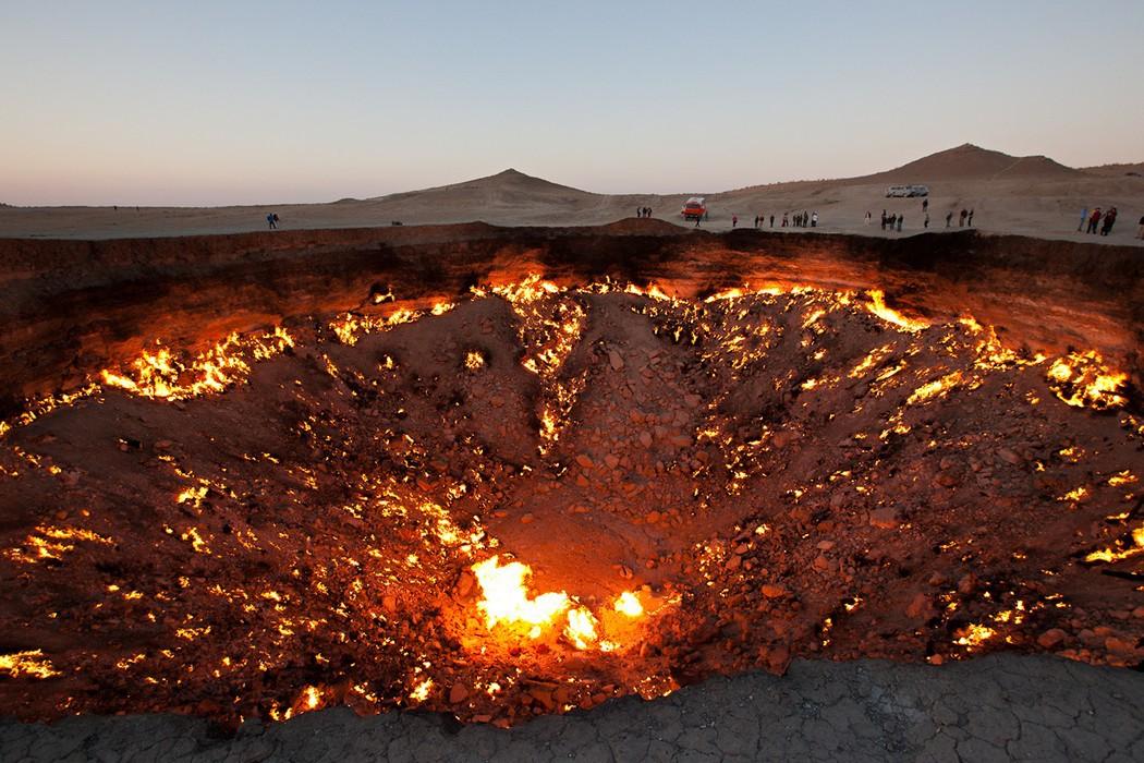 8. Туркменистан. Газовый кратер Дарваза. (Martha de Jong-Lantink) земля, природа