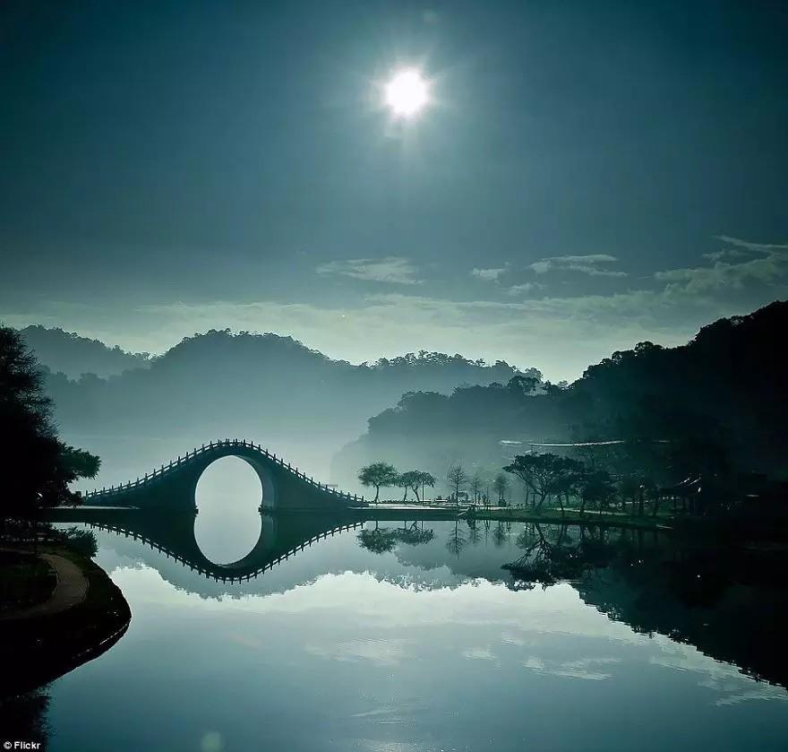 Лунный Мост — Тайбэй, Тайвань в мире, мост