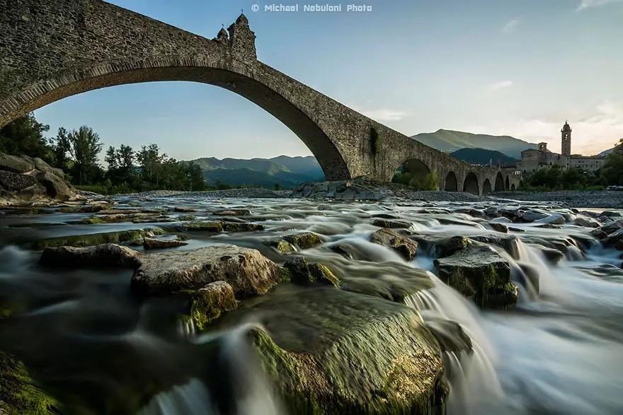 Горбатый мост, Италия в мире, мост