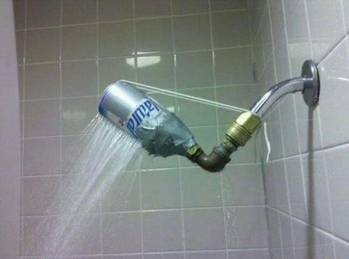 12.  Сломался душ? Никаких проблем! смекалка, студенты, юмор