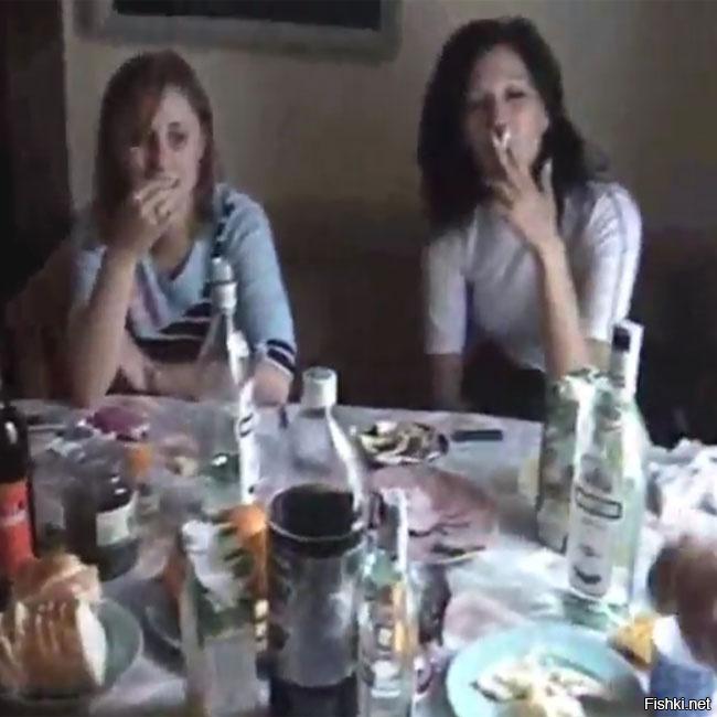 devushki-otmechayut-den-studenta-video-russkaya-lesbi-sela-na-litso-devushke