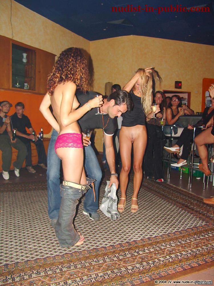 приведены фото стриптизер в клубе чудная долина снял трусы с девушки видео направлено поддержание
