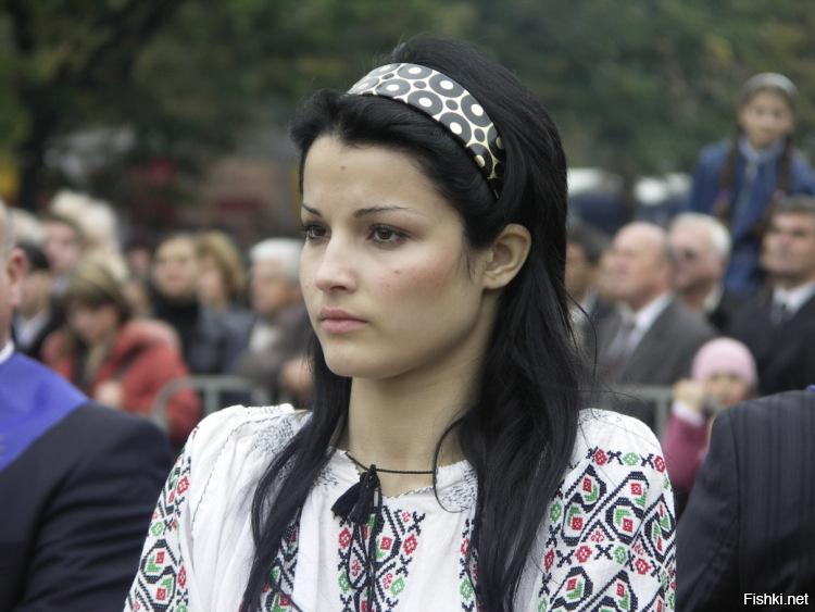проклятие клана молдаванки фото черты лица короткими ветками рамку