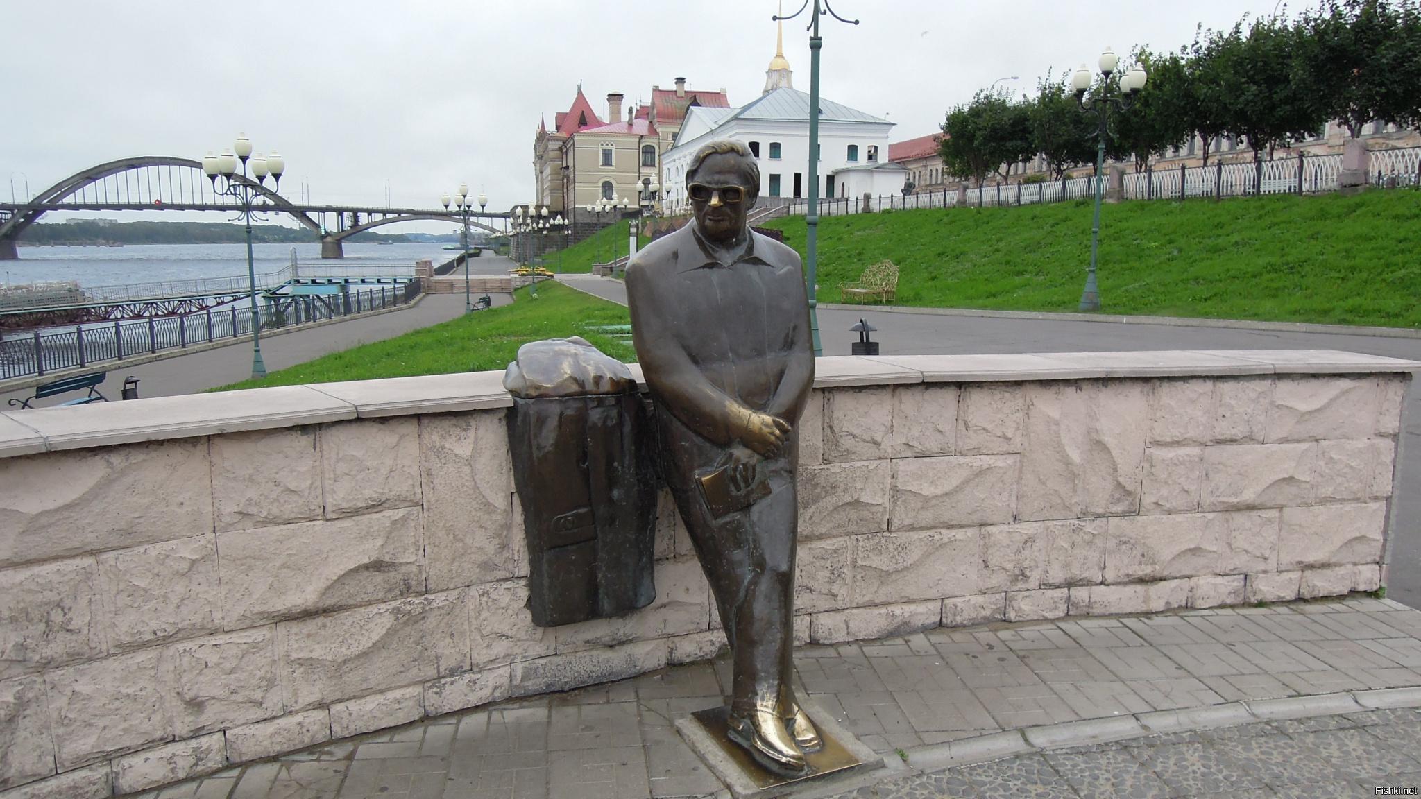 мнению подписчиков, памятник ошанину в рыбинске фото лишь пить воду