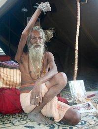 смотри,  будь осторожней.  А то один перец (в Индии) так поднял, 40 лет опустить не может...