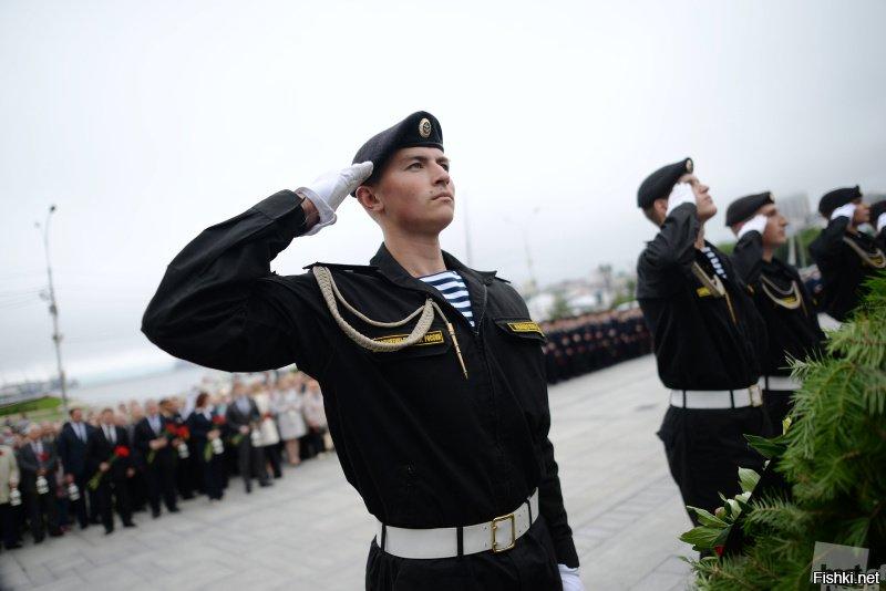 екатеринбурге фото как моряки отдают приветствие для